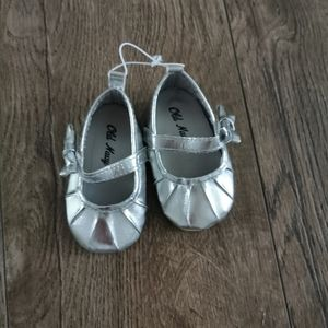 3/$12 Old Navy baby girl shoes size 3